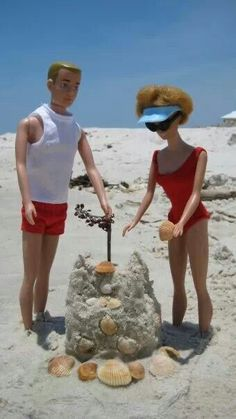 Barbie and Ken build a sand castle at the beach!
