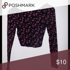 Forever 21 Floral Crop Top this is a fitted black and pink floral crop top from forever 21! it is really soft and comfy, not to mention so cute worn once Forever 21 Tops Crop Tops