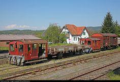 Net Photo: 784 Untitled Tm II at Hemishofen, Switzerland by Richard Behrbohm Locomotive, Swiss Railways, Train Tracks, Abandoned, Cabin, House Styles, Amazing, Train, Naturaleza