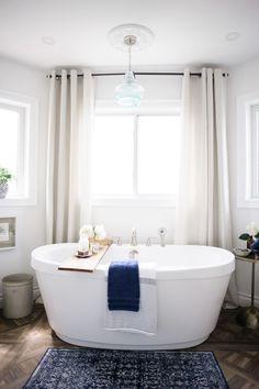 Bathroom decor: Photography: Heidi Lau - http://www.heidilau.ca/