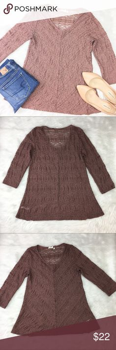 Anthropologie Lilka Lace 3/4 Sleeve Top Anthropologie's Lilka rust color Lace 3/4 sleeve top. Size medium. Approximate measurements flat laid are 26' long and 17' bust. GUC. ❌No trades ❌ Modeling ❌No PayPal or off Posh transactions ❤️ I 💕Bundles ❤️Reasonable Offers PLEASE ❤️ Anthropologie Tops Blouses