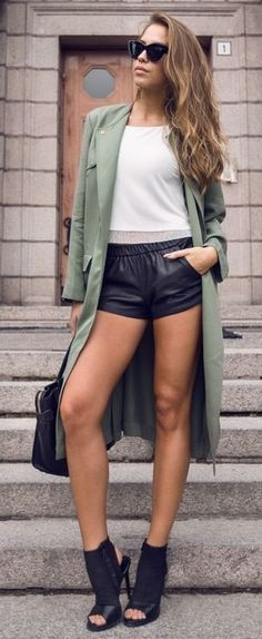 #streetstyle #casualoutfits #spring |Green trench + White Top + Black Leather Shorts |Kenzas