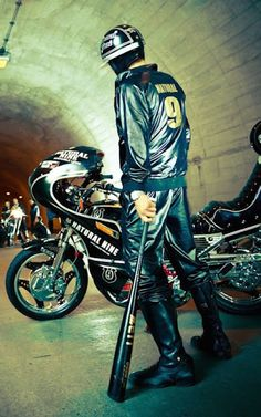 Bōsōzoku is a Japanese youth subculture associated with customized motorcycles and biker-gangs Kamikaze Pilots, Hatsune Miku, Japanese Motorcycle, Japan Fashion, Baseball, Custom Bikes, Custom Cars, Akira, Cyberpunk