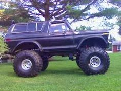 My dad's owned more of these than I can count on both my hands AND feet! Ford Bronco Lifted, 1979 Ford Bronco, 79 Ford Truck, Bronco Truck, Old Ford Trucks, Cool Trucks, Pickup Trucks, Redneck Trucks, Muddy Trucks