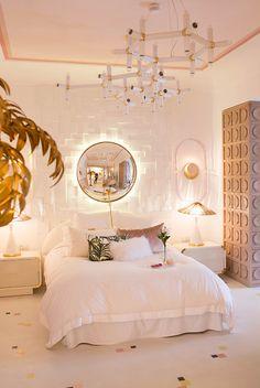 7 Dreamy retro inspired spaces for a warm nostalgic season - Daily Dream Decor Casa Decor 2017, Room Ideas Bedroom, Gold Bedroom Decor, Diy Bedroom, Aesthetic Room Decor, Bedroom Styles, Dream Rooms, Dream Bedroom, Luxurious Bedrooms