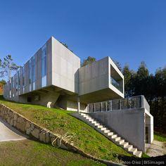 Casa O Seixo   Santos-Díez   fotógrafo de arquitectura Arch House, Interesting Buildings, Tiny House, Architecture Design, Concrete, Exterior, Modern Architecture, Home Layouts, Spaces