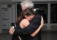 Pin for Later: Joyeux National Hugging Day! Jennifer Garner et Victor Garber