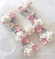Flower Letters, Diy Letters, Fabric Flowers, Paper Flowers, Hair Bow Hanger, Stylish Alphabets, Alphabet Images, Alphabet Wallpaper, Vintage Jewelry Crafts