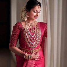 Image may contain: one or more people Kerala Wedding Saree, South Indian Wedding Saree, Indian Bridal Sarees, Indian Wedding Wear, Bridal Silk Saree, Indian Bridal Outfits, Indian Bridal Fashion, Saree Wedding, Wedding Outfits