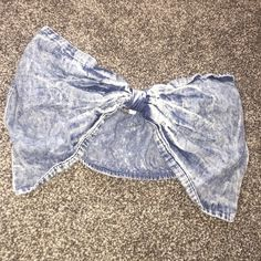 Acid wash bow bandeauNWOT Unique acid wash bow bandeau. Super stretchy and flattering. Thicker band in back for coverage. Bow front. Size MEDIUM. Never worn. 365 Tops Crop Tops