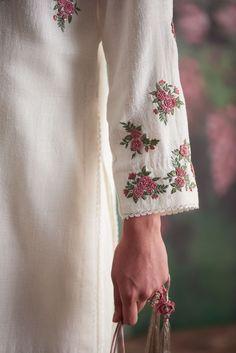 Embroidery Suits Punjabi, Embroidery On Kurtis, Hand Embroidery Dress, Kurti Embroidery Design, Embroidery Fashion, Kurta Designs Women, Salwar Designs, Embroidered Kurti, Embroidered Clothes