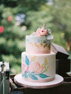 Watercolor wedding cake. Photography: Vanessa Velez - www.vanessavelez.photo   Read More on SMP: http://www.stylemepretty.com/2016/08/18/bella-notte-shoot/