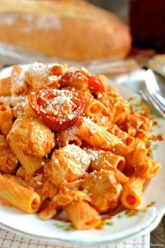 Spaghetti and meatballs. An American dish. You wont see spaghetti and meatballs in Italy! Unless you're in a tourist saturated area. Cold Pasta Recipes, Chicken Recipes, Cooking Recipes, Dinner Recipes, Weeknight Recipes, Chicken Meals, Chicken Pasta, Drink Recipes, Rigatoni Recipes