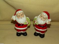 SANTA CLAUS SALT PEPPER SHAKER VINTAGE CHRISTMAS HOLIDAY BAG SACK WAVING GIFTS