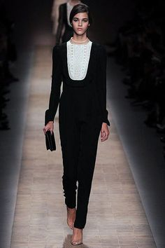 Is this a jumpsuit with a lace bib? Perfect for dinner. Valentino #15.