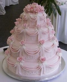 What a beautiful cake for a bridal shower or even a girl's birthday party...love it!