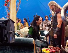 Tom Hiddleston and Chris Hemsworth on the set of Thor: Ragnarok. Gif-set: http://maryxglz.tumblr.com/post/167302159542/x
