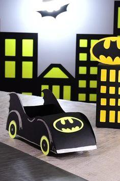 Batimóvil Cardboard Car, Cardboard Crafts, Batman Auto, Cars Preschool, Diy For Kids, Crafts For Kids, Baby Monthly Milestones, Activities For Boys, Batman Birthday