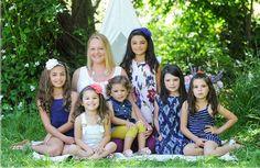 """Olha como tem gente boa nesse mundo! Uma mulher com um """"coração gigante"""" adotou 6 irmãs para não separar a família. Lacey Dunkin tem 32 anos, é solteira e mora em Fresno, na Califórnia, EUA. Ela seapresenta assim em seu perfil no Facebook: """"Mamãe de. Leia Mais"""