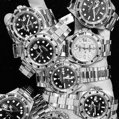 How many Rolex do you see? @rolex #luxury #watch #rogerdubuis #watchporn #timepiece #rolex #fashion #hublotbigbang #expensive #luxurylifestyle #watchaddict #luxurywatch #audemarspiguet #expensivetaste #patekphilippe #richardmille #watchoftheday #cartier #time #horology #hublot #panerai #billionaire #art #love #iwc #tourbillon #tourbillontuesday #bwwatches by bwwatches