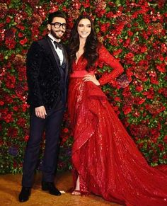 Ranveer Singh and Deepika Padukone hosted a star-studded wedding reception bash in Mumbai last night, i. Bollywood Outfits, Bollywood Couples, Bollywood Celebrities, Bollywood Fashion, Bollywood Actress, Bollywood Stars, Deepika Ranveer, Deepika Padukone Style, Ranveer Singh