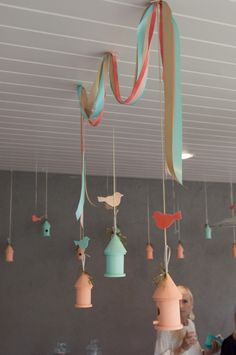 Project Nursery - Pintado a mano colgantes Pajareras y Serpentinas