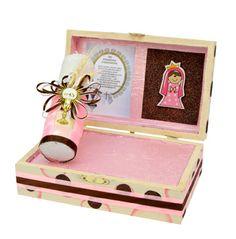 Caja de madera con vela y toallita para Bautizo de niña