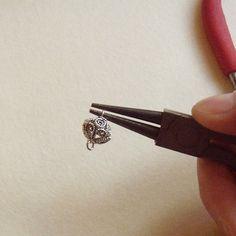 Петъчно вдъхновение: как да направим атрактивно ажурно мънисто от капачета? | Marabu.bg блог
