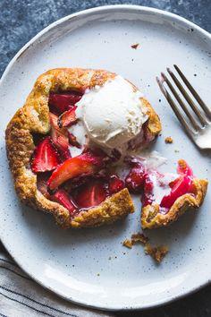 These gluten free Strawberry Rhubarb Rose Galettes make for an ultra tasty breakfast! Rhubarb Recipes, Tart Recipes, Sweet Recipes, Food52 Recipes, Strawberry Recipes, Gluten Free Sweets, Gluten Free Baking, Cobbler, Fudge