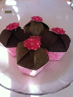 We made these cupcake gift boxes at my stampin' up party!