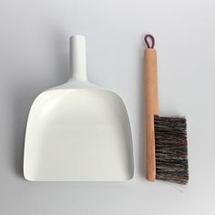 Sweeper and Dustpan by Jan Kochanski - Design Milk Brooms And Brushes, Dustpans And Brushes, Clean Sweep, Yanko Design, Burke Decor, Household Items, Cool Designs, Menu, Cleaning