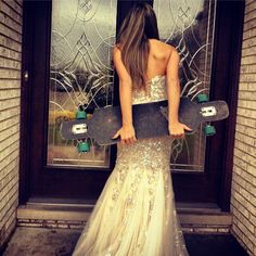 Longboard and Prom dress - this would make for a great wedding portrait! Skater Girl Style, Street Game, Skate Girl, Prom Photos, Skateboard Girl, Longboarding, Skateboards, Girls Be Like, Surfing