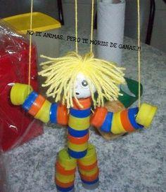 marioneta con tapitas de gaseosa