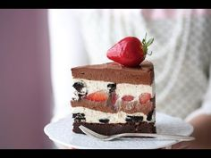 Oreo chocolate and vanilla cheesecake Cheesecake Desserts, Chocolate Cheesecake, Cookie Desserts, Dessert Recipes, Oreo Cookies, Diet Recipes, Lemon Drizzle Cake, Fudge Brownies, Cheesecake Brownies