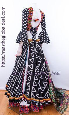 Choli Blouse Design, New Saree Blouse Designs, Choli Designs, Chaniya Choli Designer, Designer Bridal Lehenga, Indian Fashion Dresses, Indian Outfits, Cotton Lehenga, Lehenga Dupatta