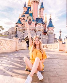 Image may contain: 1 person, sky and outdoor Disneyland Paris, Disney Em Paris, Disneyland Photos, Disneyland Outfits, Disney Outfits, Disney World Pictures, Cute Disney Pictures, Mode Instagram, Disney Instagram