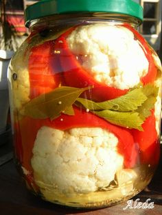 Aleda konyhája: Karfiollal töltött paradicsompaprika Pickling Cucumbers, Hungarian Recipes, Fermented Foods, Kimchi, No Bake Cake, Preserves, Pickles, Cauliflower, Food And Drink
