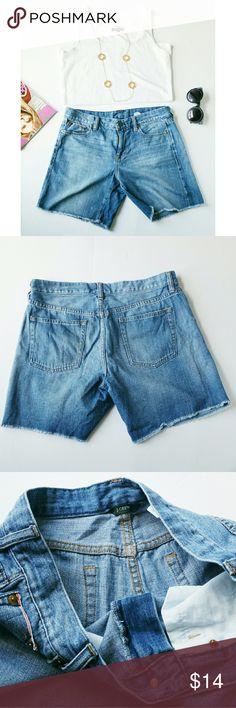 "J.Crew denim shorts Very cute J.Crew denim shorts. 100% cotton, Fabulous! ***Tag reads size 28.. Actual waist measurement 35"" J. Crew Shorts Jean Shorts"