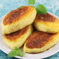 Krokiety ziemniaczane B Food, Polish Recipes, Polish Food, Calzone, Food Design, Salmon Burgers, Bagel, Veggies, Potatoes