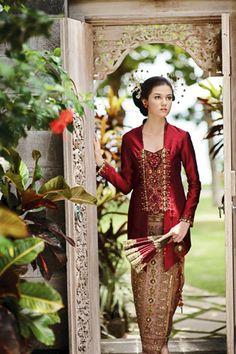 kebaya pengantin untuk wanita kurus Kebaya Brokat, Kebaya Dress, I Dress, Vera Kebaya, Indonesian Kebaya, Indonesian Wedding, Javanese Wedding, Batik Kebaya, Batik Dress