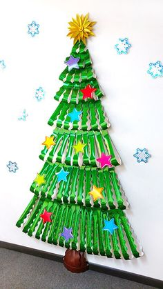 Awesome Christmas tree made made from paper sparkle bulletin board trimmers! Great classroom or Sunday school display for Christmas party. Christmas Bulletin Boards, Christmas Classroom Door, Burlap Christmas Tree, Christmas Door Decorations, Christmas Centerpieces, Christmas Themes, Christmas Diy, December Bulletin Boards, Kindergarten Christmas Bulletin Board