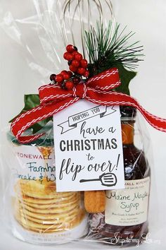 Have a Christmas to flip over free printable gift tag for a make your own pancake idea Christmas Gifts For Neighbors, School Christmas Gifts, Christmas Marketing Gifts, Teacher Christmas Ideas, Gift Wrapping Ideas For Christmas For Kids, Co Worker Gifts Christmas, Cute Christmas Sayings, Creative Christmas Presents, Family Gift Ideas