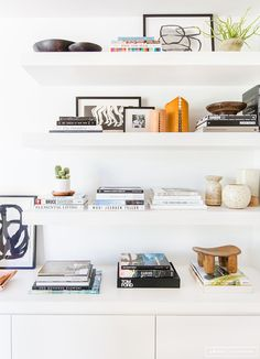 8 Discover Cool Tricks: Floating Shelves For Tv Fireplaces floating shelves display couch.Metal Floating Shelves Wire Baskets floating shelf below tv entertainment center.How To Build Floating Shelves Built Ins. Shelves Under Tv, Corner Shelves, Wall Shelves, Floating Shelves Bedroom, Bathroom Shelves, Kitchen Shelves, Bathroom Storage, Ikea, Ideas Para Organizar