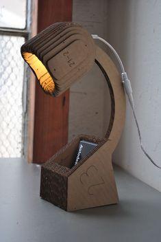 Настольная лампа, выполненная из одного листа гофрированного картона
