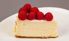 Cheesecake with raspberry in the bowl Vegan Cheesecake, Ober Und Unterhitze, Raspberry, Desserts, Food, Raspberries, Tailgate Desserts, Meal, Dessert