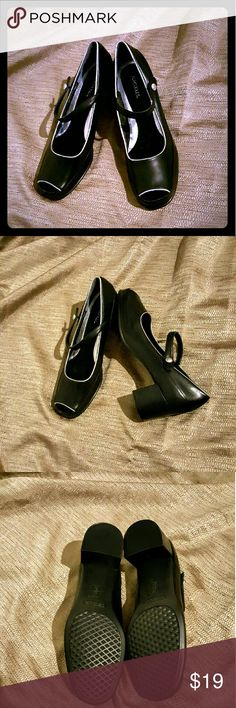 Black Aerosoles Leather Black Aerosoles, New W/O Tags.  Conservative look or comfort for the offie. Sz.8.5 Shoes Heels