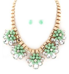 Vivienne Necklace & Earrings in Mint.