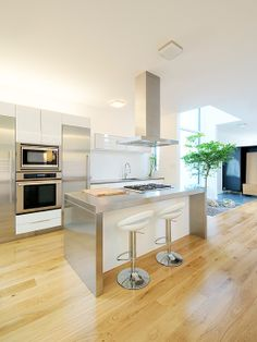 Stunning Sleek Interior in Minimalist Design : Fabulous Modern Kitchen Design Metal Countertop Holmwood Residence