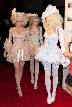 AnnaLynne McCord of Celebrates Halloween as Marie Antoinette at PURE Nightclub Runway Fashion, High Fashion, Fashion Outfits, Marie Antoinette Costume, Pretty Outfits, Cute Outfits, Rococo Fashion, Celebrity Halloween Costumes, Fantasias Halloween