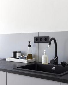 84 vind-ik-leuks, 1 reacties - Sarah Van Peteghem (@sarah_cocolapine) op Instagram: 'A clean kitchen makes me all ready to start the weekend'